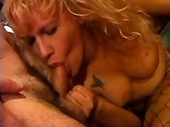 Blonde tranny makes oral sex in bar