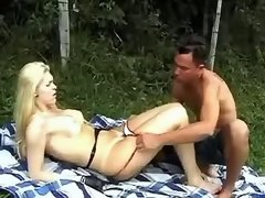 Guy seduces blond ts and blows her